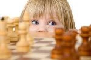 Як навчити дитину грати в шахи?