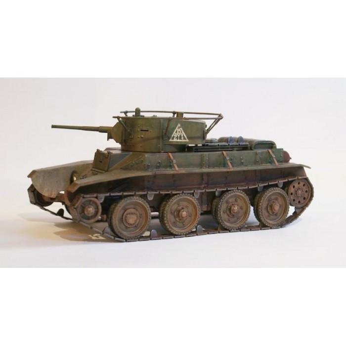 Збірна модель для склеювання радянський танк БТ-7