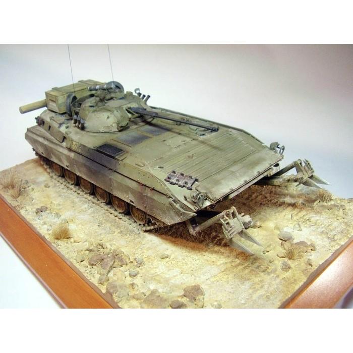 Збірна модель для склеювання радянська БМП-2Д