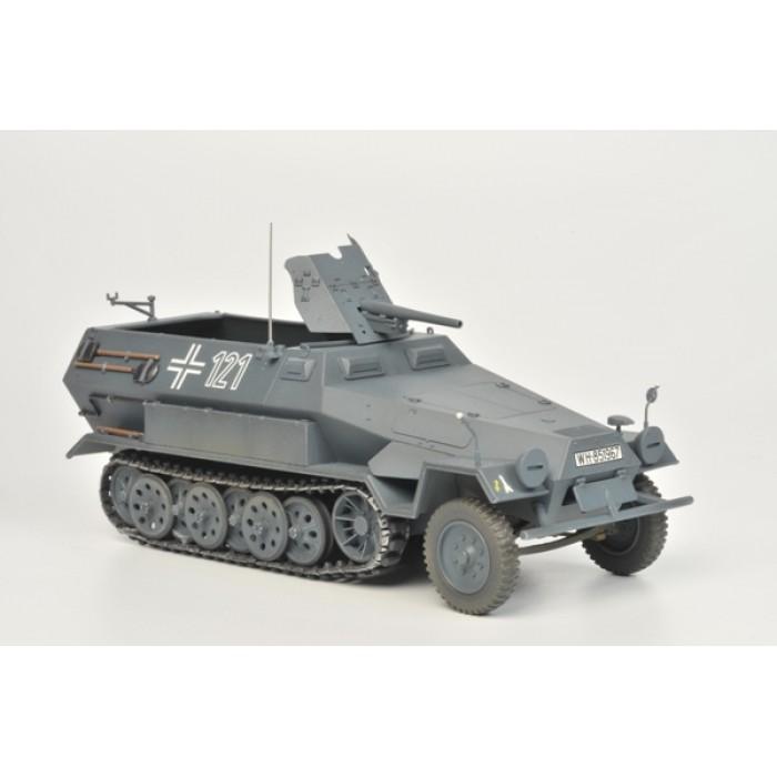 Збірна модель для склеювання Ханомаг з гарматою