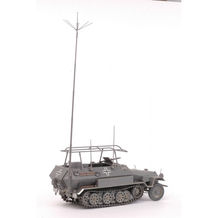 Сборная модель для склеивания БТР Ханомаг радиомашина
