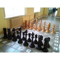 Великі дерев'яні шахмати. Висота короля 700 мм